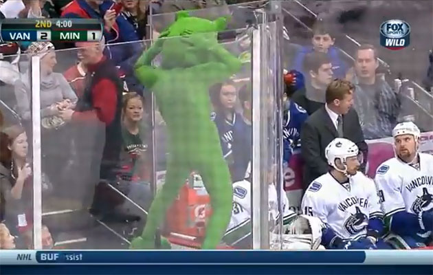 Somehow, the Vancouver bench looks oblivious. (Screen grab)