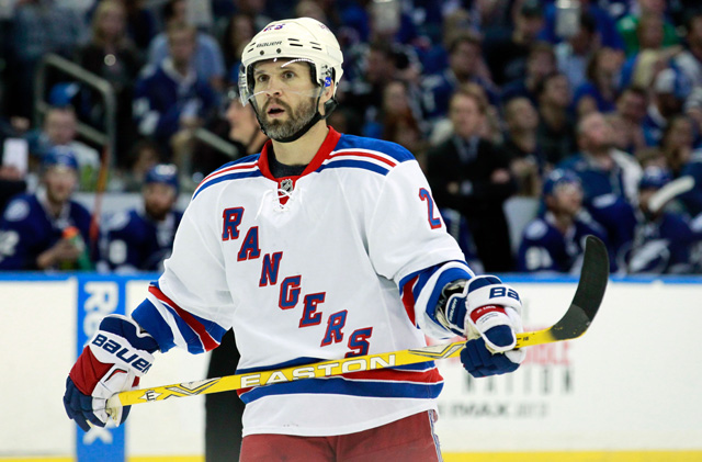 Martin St. Louis could be picking his final NHL stop in free agency. (USATSI)