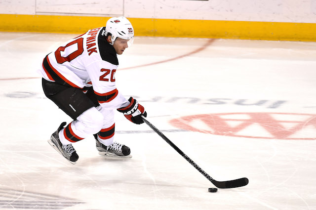 Lee Stempniak is going to the Boston Bruins. (USATSI)