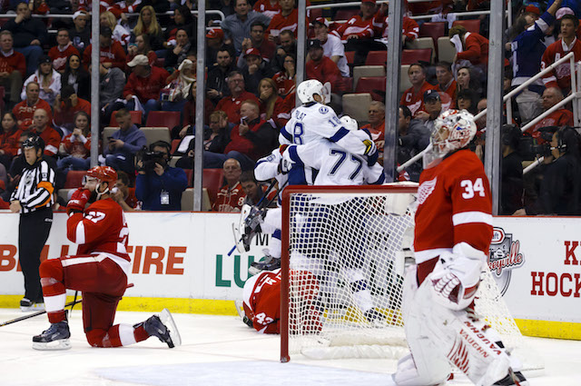 watch lightning announcer loses it during tyler johnson ot goal