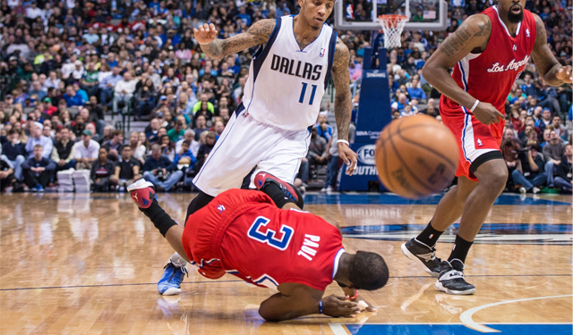 bd50cfbe681 Chris Paul s shoulder injury could take Clippers away from home ...