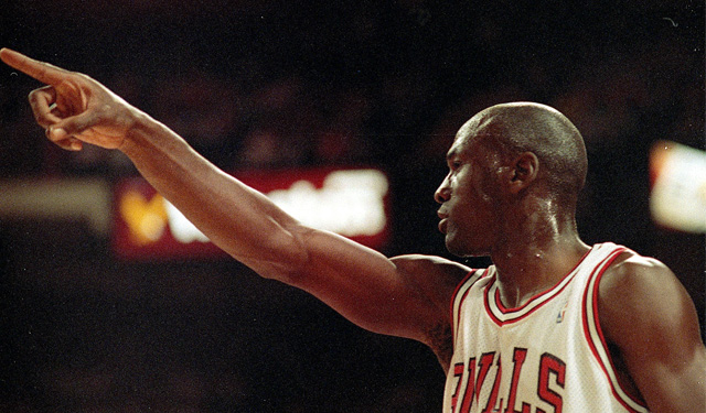 Michael Jordan's tell was always pointing with the hand he wouldn't use. (Getty)