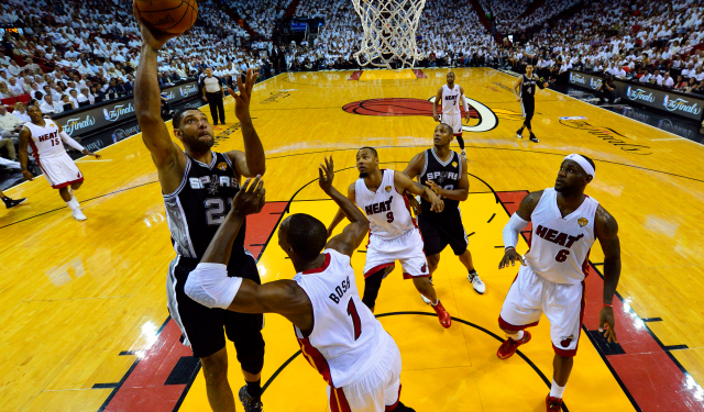 Tim Duncan shoots over Chris Bosh during Spurs' historic first half.