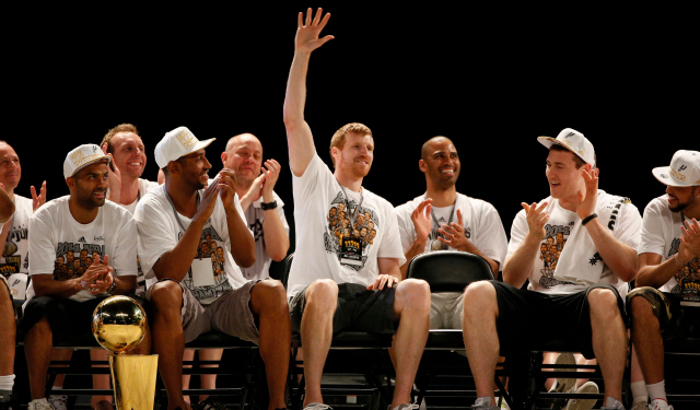 Matt Bonner is coming back to the NBA champion Spurs.