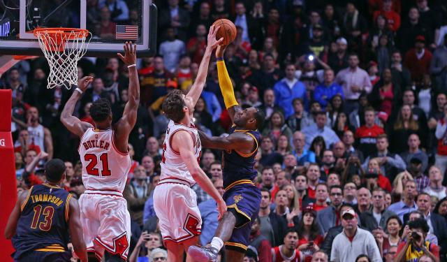 http://sports.cbsimg.net/images/visual/whatshot/102715_Pau.jpg