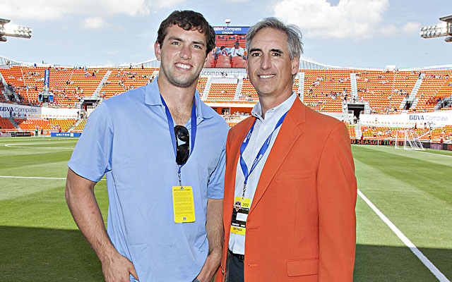Oliver Luck, with son Andrew, is reportedly Texas' top choice to replace DeLoss Dodds. (Getty)