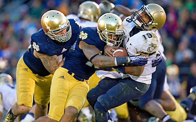 Navy quarterback Keenan Reynolds (right) and the Midshipmen give Notre Dame all it can handle on Saturday. (USATSI)