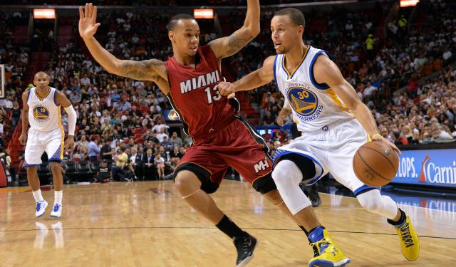 innovative design 7d0ff c0bb7 Five-Star Review: Warriors handle Heat, Stephen Curry drops ...