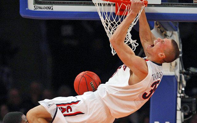 Arizona's Kaleb Tarczewski slams home two of his 15 points against Drexel. (USATSI)