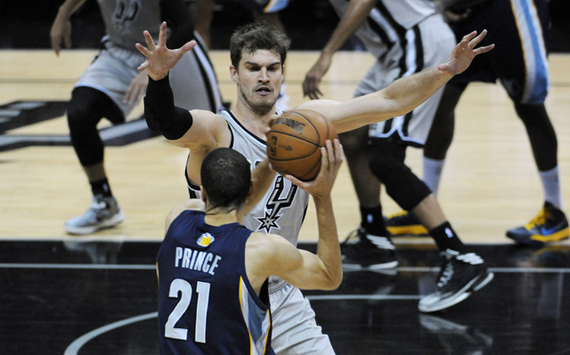 Is Tiago Splitter worth a big payday?    (USATSI)