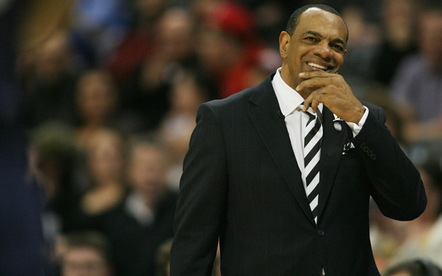 Lionel Hollins will reportedly interview with Golden State. (USATSI)