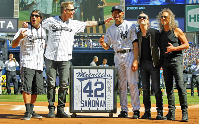 Metallica band members give Mariano Rivera a guitar speaker during a pregame retirement ceremony. (USATSI)