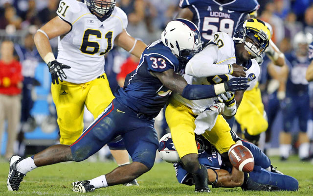 UConn's Yawin Smallwood forces a fumble as he sacks Michigan quarterback Devin Gardner. (USATSI)