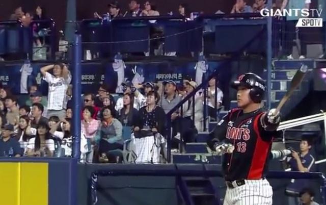 Jae-Gyun Hwang hit a game-tying homer and boy did he enjoy it.