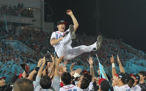 Pat Misch threw a no-hitter in Game 7 of the Taiwan Series.
