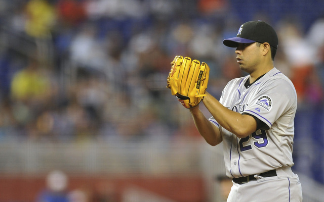 Jorge De La Rosa will be back with the Rockies for at least one more season.