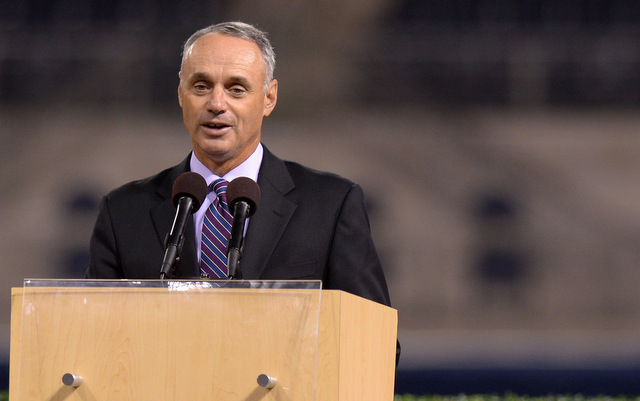 Rob Manfred is seen as the favorite to replace Bud Selig.