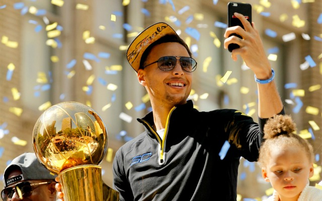 Steph checks his mentions on Twitter.