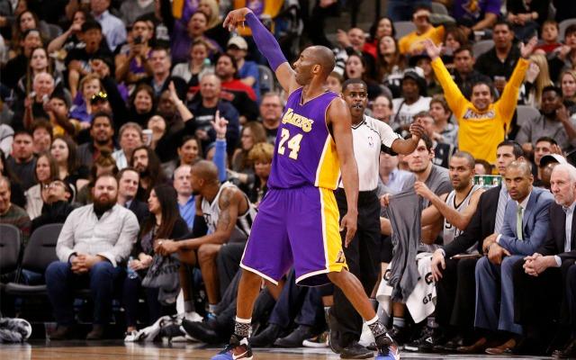 317a7af5cd4 Kobe Bryant scores 25 against Spurs, reminds Popovich of Michael ...