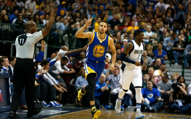 Warriors bomb away from three, defeat Mavs: 5 things to know