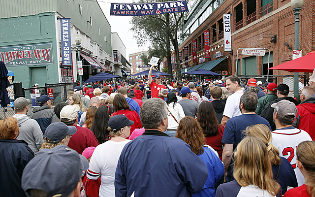 Fans pile into Fenway Park, which sold 94.4 percent of its capacity in 2013.