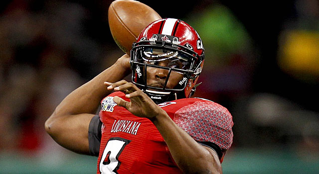 Terrance Broadway is coming off a season where he threw for 2,842 yards and 17 touchdowns.