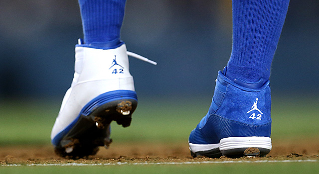 Carl Crawford's mismatched cleats
