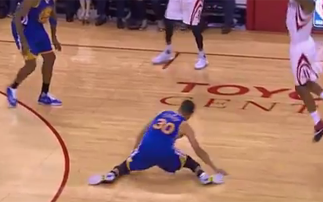 5151587c8d0c Steph Curry suffers knee injury after awkward slip