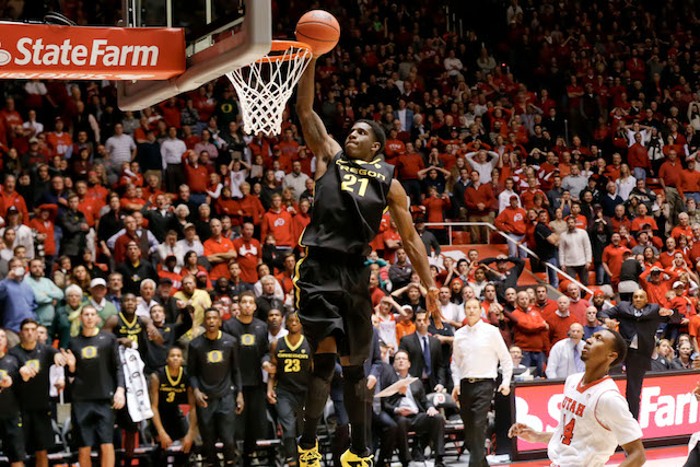 Damyean Dotson dunks in the winning basket with 0.6 seconds left to beat Utah. (USATSI)