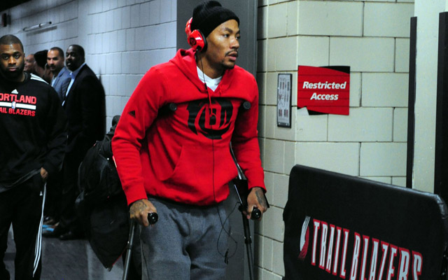 Derrick Rose left on crutches Friday night.  (USATSI)