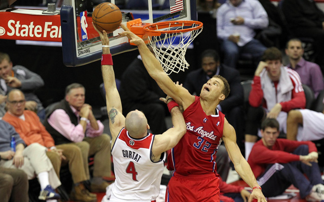 Marcin Gortat wants the ball closer to the rim.  (USATSI)