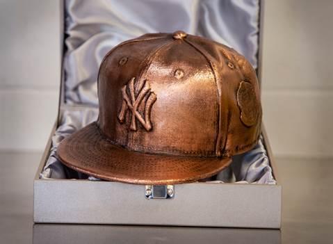 Photo Derek Jeter To Receive Bronzed Yankees Hat