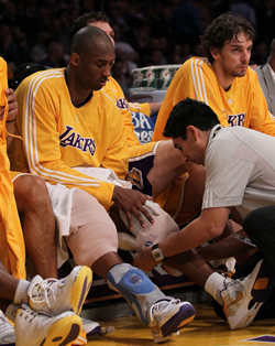 kobe-bryant-knees