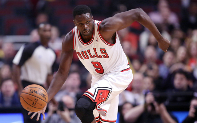 Bulls trade Luol Deng to Cavaliers for Andrew Bynum