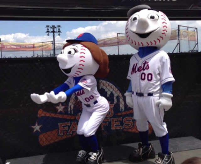 best website e5b2d bfd2e Mrs. Met's rear end: A photographic appreciation - CBSSports.com