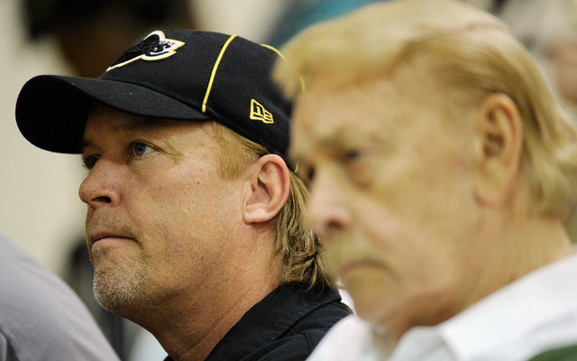Jim Buss with his late father Jerry Buss in 2011. (Getty)
