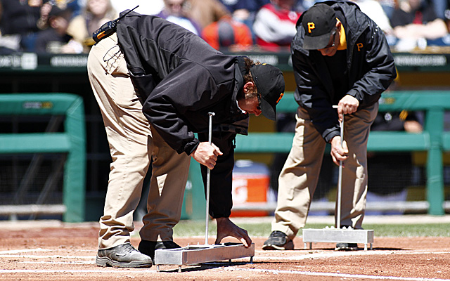 Pirates Braves chalk delay
