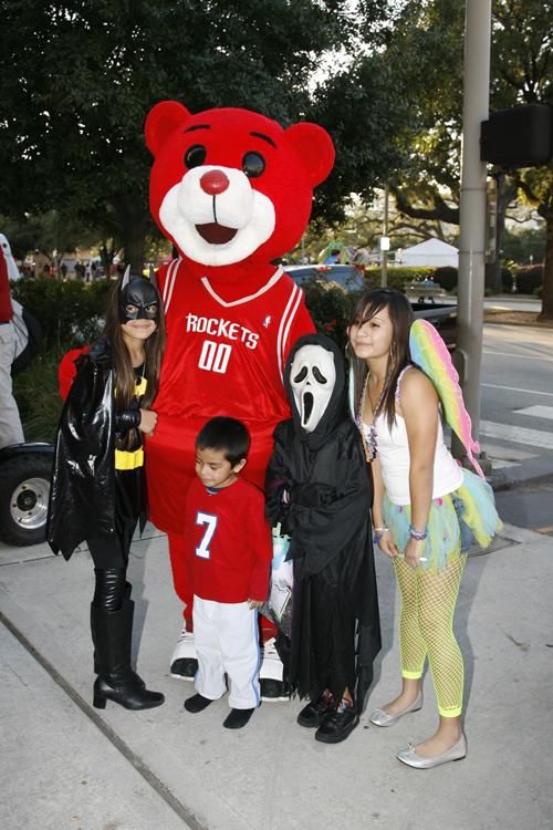 rockets-mascot-halloween-nba
