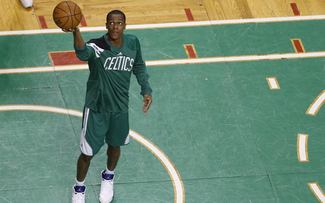 Rajon Rondo finds himself alone in Boston.    (USATSI)