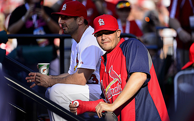 Yadier Molina has ditched the cast and now returned to the Cardinals.