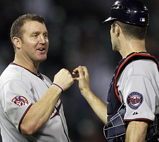 Jim Thome and Joe Mauer do their part with home runs to put the Twins in first place.  (AP)