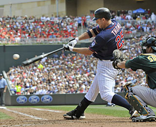Jim Thome's homer in the seventh moves him just three away from tying for ninth on the all-time HR list.  (AP)