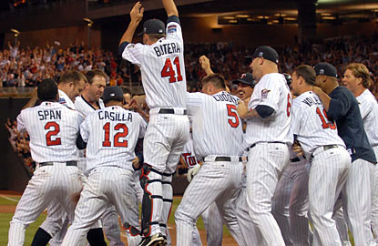 Jim Thome (second to left) comes up with his 12th career walk-off home run while also creeping up the all-time HR list.  (AP)