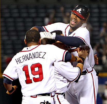 Atlanta pulls out its 21st walk-off win of the season thanks to Jason Heyward, who picks a fine time to collect his only hit.  (AP)