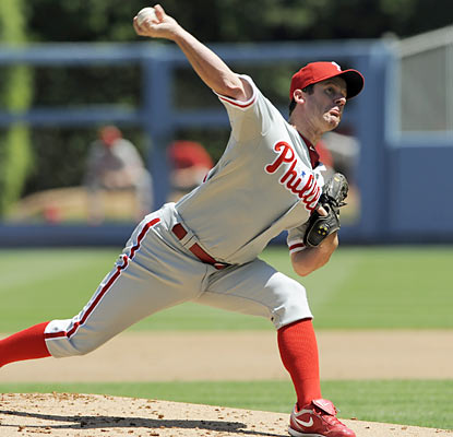 Roy Oswalt improves his record to 4-1 with a 1.90 ERA in seven starts since joining Philadelphia on July 29.  (AP)