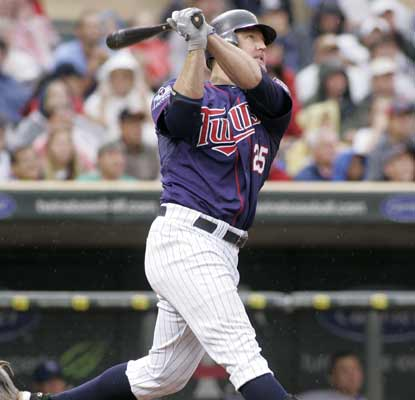 Jim Thome watches his 585th career HR fly out as the Twins drop the Royals to stay 3½ games ahead in the AL Central.  (AP)