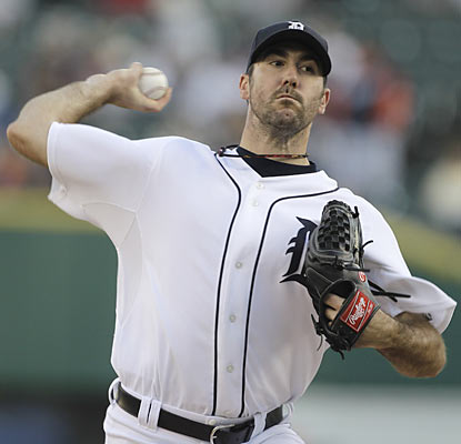 Justin Verlander notches his 15th win of the season with a dominant performance that ends Chicago's winning streak. (AP)