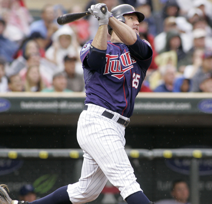 Jim Thome swings through home run No. 586, tying him with Frank Robinson on the all-time HR list.  (AP)