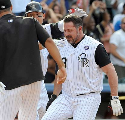 Jason Giambi's walk-off HR in the ninth helps the Rockies extend the NL's longest win streak this season. (AP)