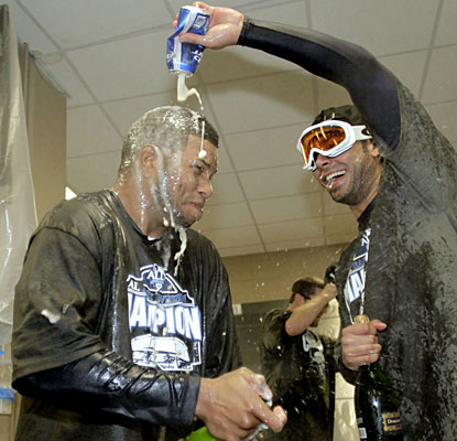 Willy Aybar and Carlos Pena enjoy a little bubbly after the Rays wrap up the AL East.  (AP)